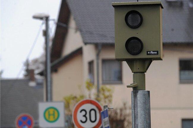 Weil der Durchgangsverkehr auf der Göppersdorfer Straße deutlich zugenommen hat, wird an der dortigen Schwenkmessanlage häufiger geblitzt - mehr als dreimal so oft wie im Vorjahr.