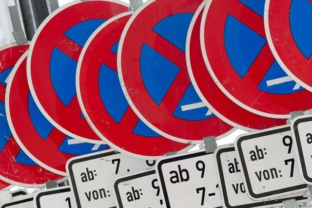 Ärger um Knöllchen für Pflegedienste im Halteverbot (Symbolfoto) gab es in Reichenbach. Jetzt ist ein Gespräch im Rathaus angesetzt.