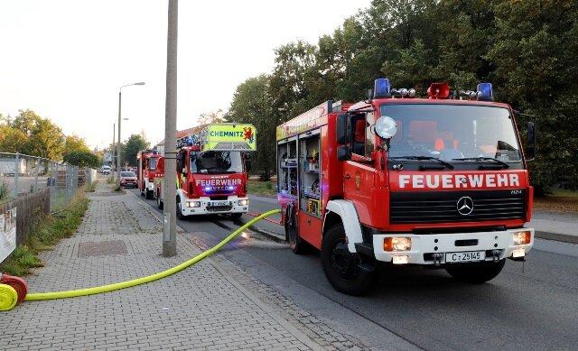 Der Brand ereignete sich am Samstagmorgen in einer Gartenanlage an der Geibelstraße.