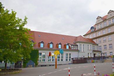 Der geplante Standort für den Turnhallenneubau befindet sich auf dem Schulhof der Trias-Mittelschule Elsterberg.