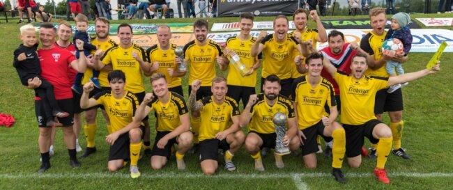 Verdienter Jubel: Die Kicker des BSC Freiberg haben den 1. Sommer-Cup gewonnen.