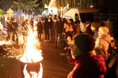Lagerfeuerromantik statt Wintergaudi war am Samstagabend am Poehlberg in Annaberg-Buchholz angesagt.