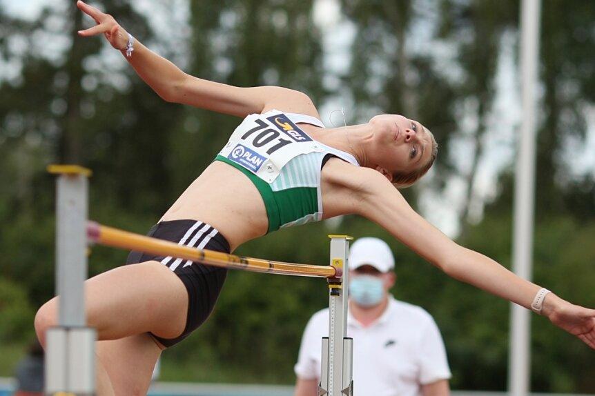 Hoch hinaus: Elizabeth Sagi vom Freiberger PSV hat bei den nationalen Jugendmeisterschaften in Rostock mit übersprungenen 1,68 m Platz 14 in der Altersklasse U 18 belegt. An der nächsten Höhe war sie nur ganz knapp gescheitert.