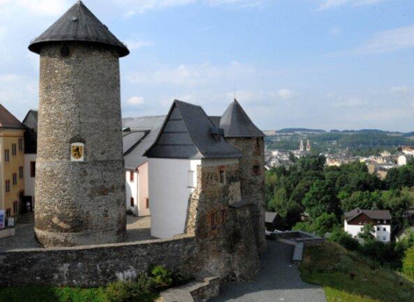 Der Bergfried ist weithin zu sehen - und von oben hat man einen tollen Ausblick. Deshalb soll er jetzt als Aussichtsturm fit gemacht werden.