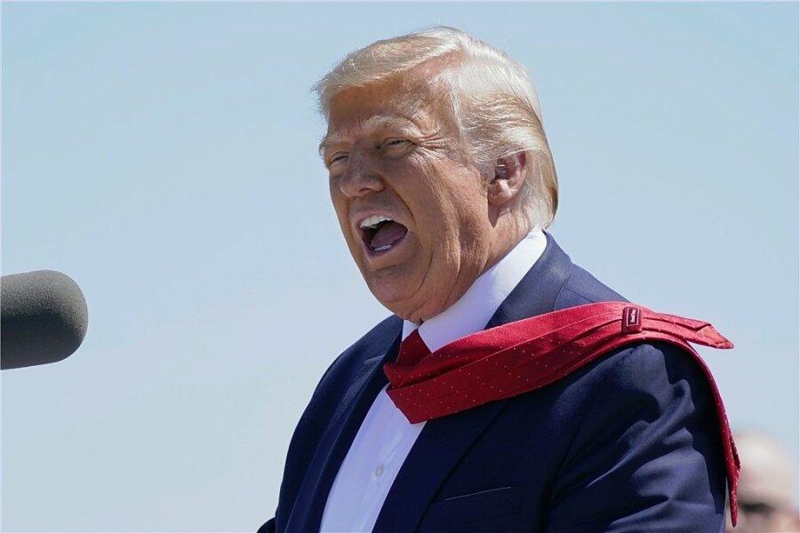 Ex-US-Präsident Donald Trump soll am 7. September 2018 genau 125 Unwahrheiten verbreitet haben. Das war ein Rekord für ihn. Hätte man es an seiner Gestik erkennen können?