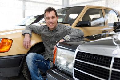 Zu den Startern gehört der Schlettauer Kfz-Meister Michael Meyer, der Teams für fünf Autos angemeldet hat. Hier vor einem Mercedes Benz Evolution, Baujahr 1989. Von diesem Typ wurden nur 500 Stück gebaut.