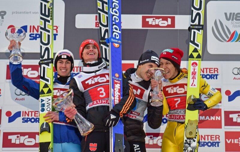 Freude pur auf dem Podest: Stefan Kraft, Richard Freitag, Simon Ammann und Noriaki Kasai (von links) am Bergisel.