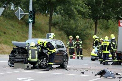 Bei einem Unfall in Lichtenstein sind am Mittwochmorgen nach ersten Informationen drei Menschen verletzt worden.