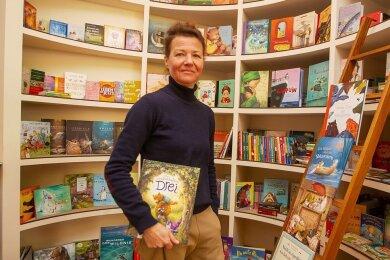 Seit Montag steht Henriette Sünderhauf wieder in ihrem kleinen Buchladen, in dem sie vorrangig Kinder- und Jugendliteratur verkauft.