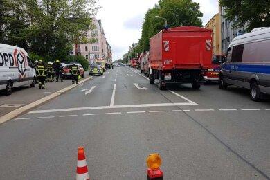 Die Plauener Berufsfeuerwehr sowie Polizeibeamte sind am Mittwochvormittag zu einem Gefahrgut-Einsatz an der Jößnitzer Straße 113 ausgerückt.
