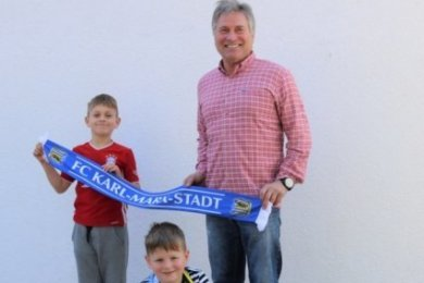 Michael Kompalla freut sich, dass auch seine Enkel Moritz (links, im Bayerntrikot) und Anton Fußball spielen.
