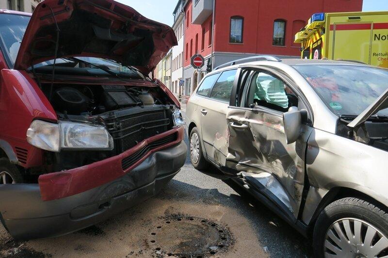 Mehrere Verletzte bei Unfall auf B 169 in Lößnitz
