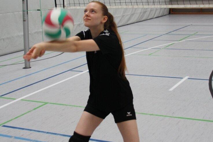 Elisa Senske spielt beim 1. Volleyballverein Freiberg mit. Der Sport ist ihr wichtig und half ihr auch gegen den Prüfungsstress.