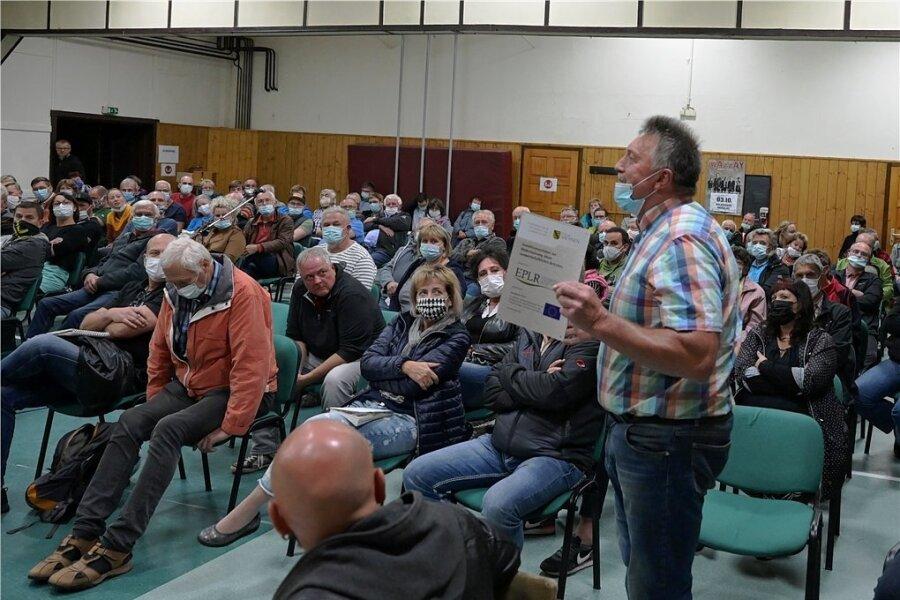Viele Brünloser wollten den Planern zuhören. Auch Fragen zur neuen Trasse durften gestellt werden.