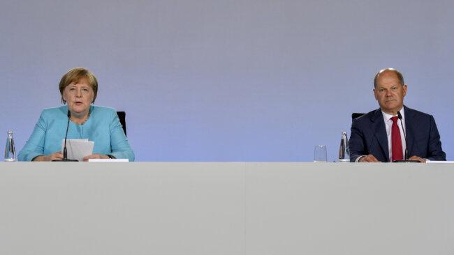 Bundeskanzlerin Angela Merkel (CDU) und Bundesfinanzminister Olaf Scholz (SPD) bei einer Pressekonferenz im Bundeskanzleramt.