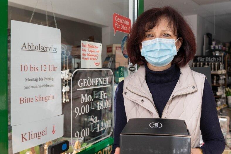 Katrin Görsch bietet in ihrem Geschäft Otto Richter & Sohn in Penig einen Bestell- und Abholservice an. Mehrere Kunden pro Tag nutzen das. Doch es ist kein Vergleich zum Verkauf unter normalen Öffnungszeiten.
