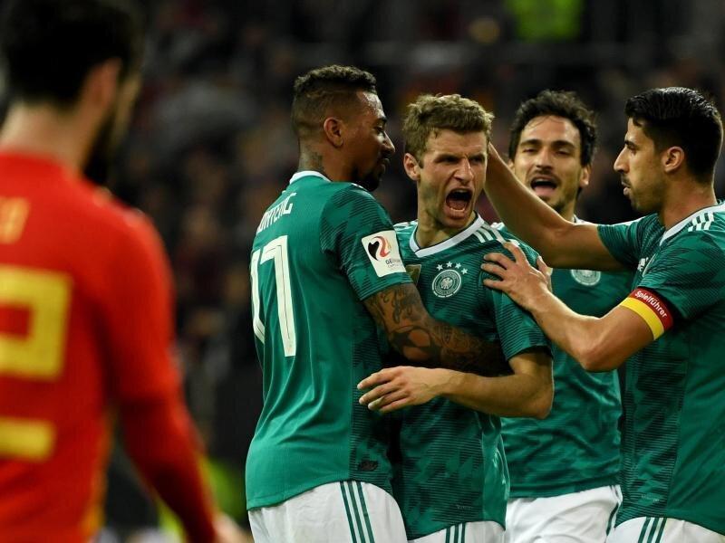 Thomas Müller (M) erzielte den Treffer zum 1:1 gegen Spanien.