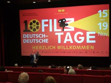 Kulturbürgermeister Steffen Zenner eröffnet das Filmfestival.