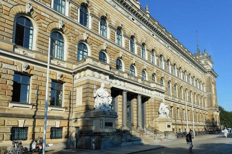 Außenansicht des Landgerichtes Dresden (Sachsen).