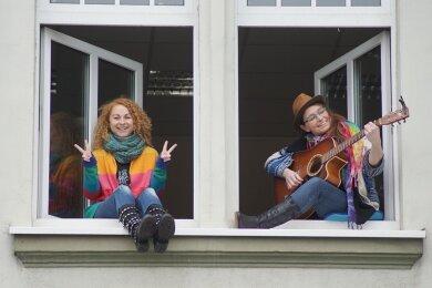 """Das Kirchberger Duo """"Murmelmädchen""""."""