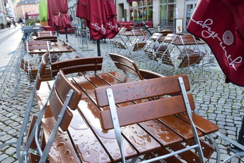 Blick in die Gastromeile in der Inneren Klosterstraße. Laut einem Beschluss von Bund und Ländern müssen Gaststätten ab Montag für mindestens vier Wochen geschlossen bleiben. Ob dies zur Eindämmung der Coronapandemie tatsächlich erforderlich ist, ist in der Branche umstritten.