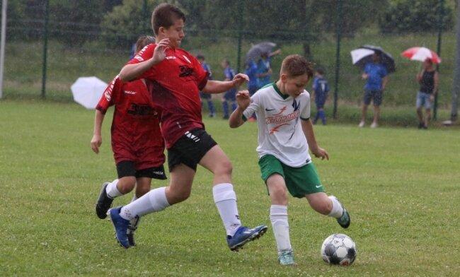 Durch das 1:2 gegen Hartenstein verpasste die Bernsbacher D-Jugend - am Ball Philipp Steeger - den Einzug ins Halbfinale.