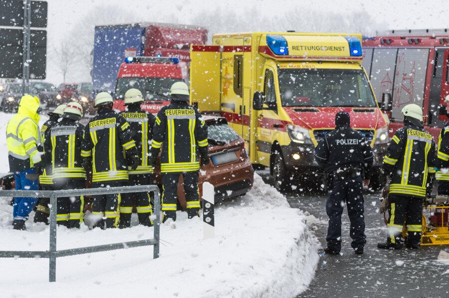 Vier Verletzte bei Unfall auf B 174 bei Lauterbach