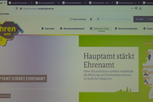 Am Montag ist im Landratsamt das Ehrenamtsportal des Erzgebirgskreises offiziell online gegangen.