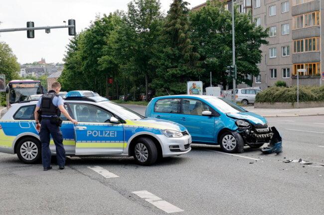Die Polizei ermittelt wegen Vorfahrtsverstoß.