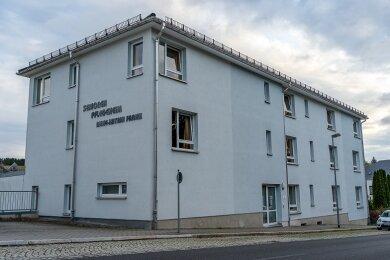 Im Ellefelder Pflegeheim Anne-Katrin Frank gibt es einen großen Corona-Ausbruch, zahlreiche Mitarbeiter und Patienten sind positiv getestet.