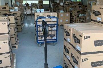 Die Masken waren vorige Woche vom Bund auf 43 Paletten in 860 Kartons verpackt geliefert worden.