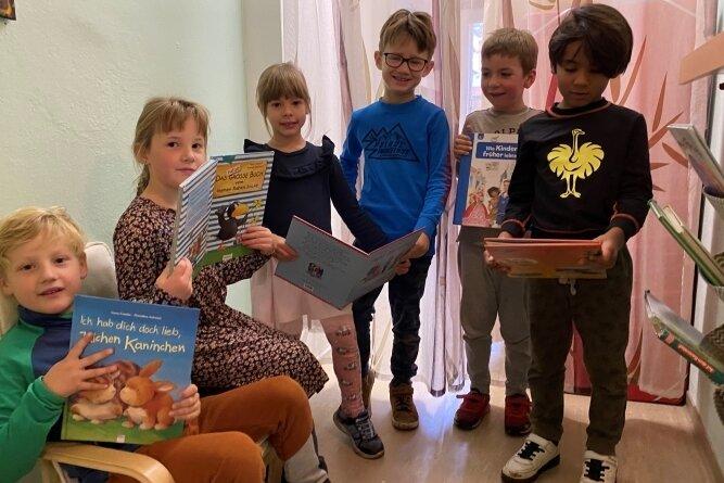 Im kleinen Lesezimmer finden vor allem die Mädchen und Jungen der große Gruppe ihr passendes Kinderbuch.