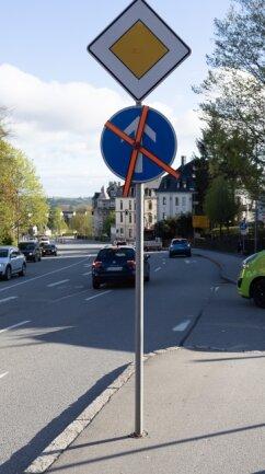 Allerdings sind Verkehrseinschränkungen wie Zwingpfeil und Durchfahrtsverbot in Richtung Straße der Jugend derzeit aufgehoben.