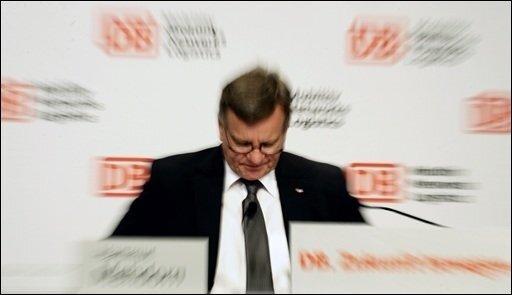 Das Rücktrittsangebot von Bahnchef Hartmut Mehdorn hat in der Politik parteiübergreifend positive Reaktionen ausgelöst. Dieses sei der richtige Schritt und verdiene Respekt, sagte etwa CDU-Generalsekretär Ronald Pofalla.