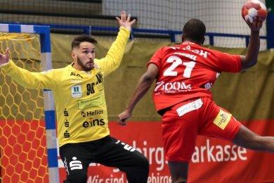 Aues Keeper Erik Töpfer hielt im Testspiel von Handball-Zweitligist EHV in der Schlussphase den Sieg für sein Team fest.