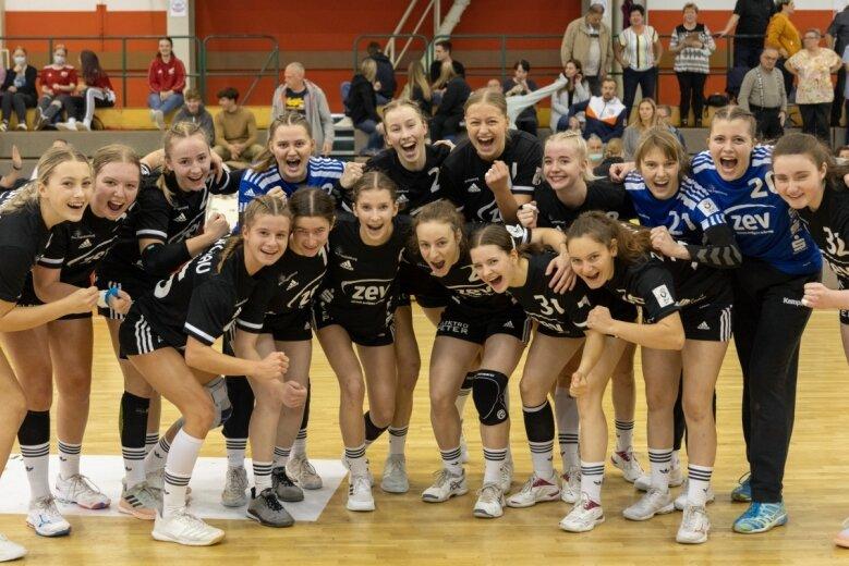 Man kann es den Nachwuchs-Handballerinnen des BSV Sachsen Zwickau ansehen: Der 26:15-Sieg am Sonntag gegen den TSC Berlin war für die junge Mannschaft mehr als ein versöhnlicher Ausklang der Bundesliga-Vorrunde.