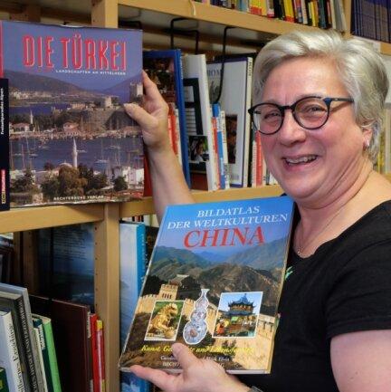 Die Burkhardtsdorfer Bibliotheksleiterin Daniela Böttger hat festgestellt, dass in Corona-Zeiten mehr Bildbände ausgeliehen werden.
