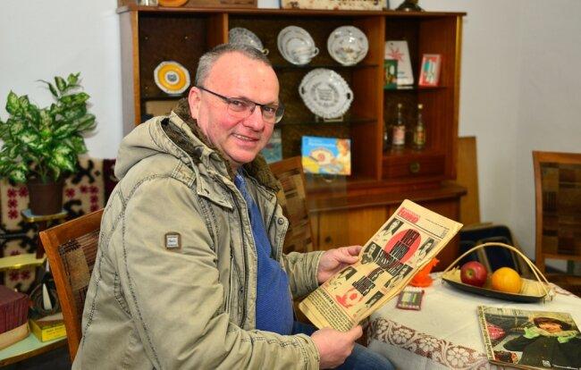 Ein Wohnzimmer wie zu DDR-Zeiten hat Peter Großer in einem zuvor leerstehenden Geschäft an der Weberstraße in Mittweida eingerichtet. Seine Pläne allerdings gehen weit darüber hinaus.
