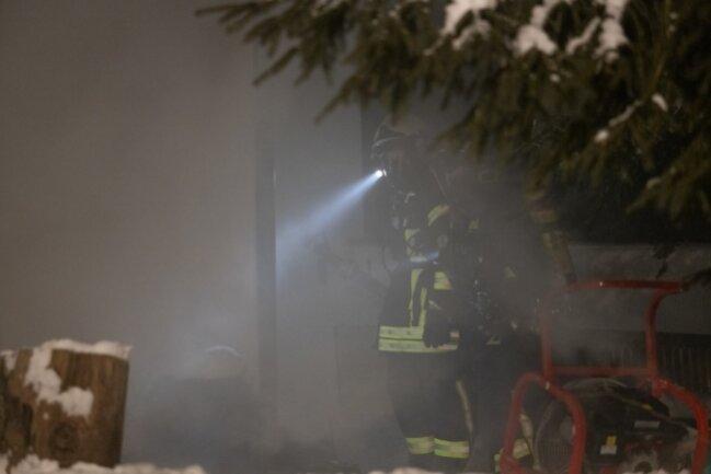 Die enorme Rauchbildung erschwerte die Suche nach Personen im Gebäude.