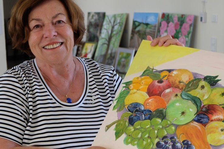 Ursula Peters zeigt in ihrer einstigen Heimatstadt ihre Hobbykunst. Zu sehen sind Acrylbilder, Collagen und Kohlezeichnungen.