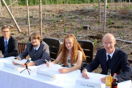 Wie schlimm es um den Freiberger Stadtwald bestellt ist, haben Matthias Beier (von links), Christian Mädler, Chayenne Bohlinger und Uwe Kaden bei einer Pressekonferenz am Dienstag deutlich gemacht. Nun droht Ärger.