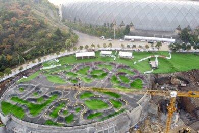 Einer der größten sogenannten Asphaltpumptracks der Welt entstand in der chinesischen Stadt Guiyang. Daran mitzuarbeiten, bezeichnet Michael Grunze als die größte Herausforderung seiner Karriere.