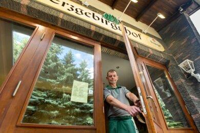 Falk Hantke sucht einen Käufer für den Erzgebirgshof. Nach 28 Jahren in Familienhand sieht sich der Lengefelder zu diesem schweren Schritt gezwungen.