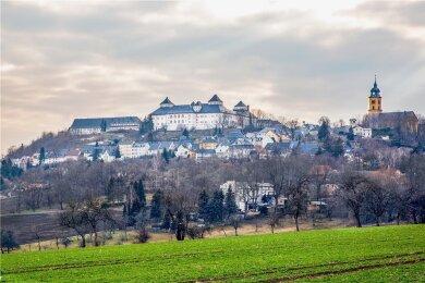 """Schloss Augustusburg thront wie eine """"Krone"""" auf dem Schellenberg."""