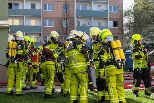 Die Brandschützer verhinderten ein Übergreifen der Flammen auf benachbarte Wohnungen.