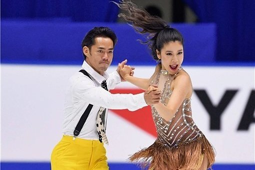 Kana Muramoto und Daisuke Takahashi bei ihrem internationalen Debüt zur NHK Trophy im Towayakuhin Ractab Dome Kadoma, Osaka.