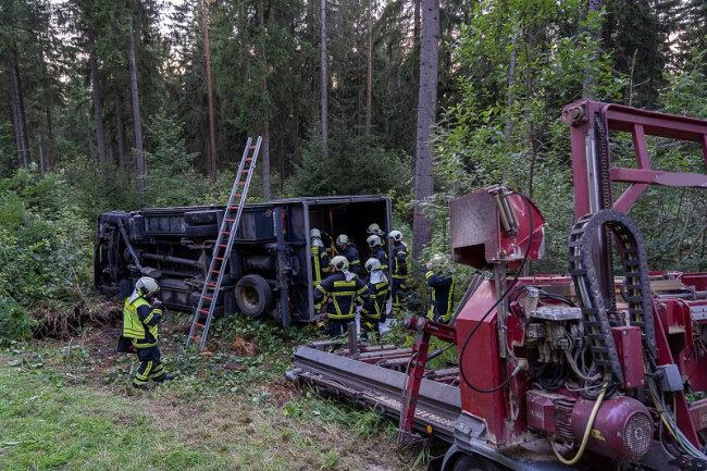 Bei einem Unfall in der Nähe von Auerbach ist ein 45-jähriger Lkw-Fahrer am Dienstagabend schwer verletzt worden.