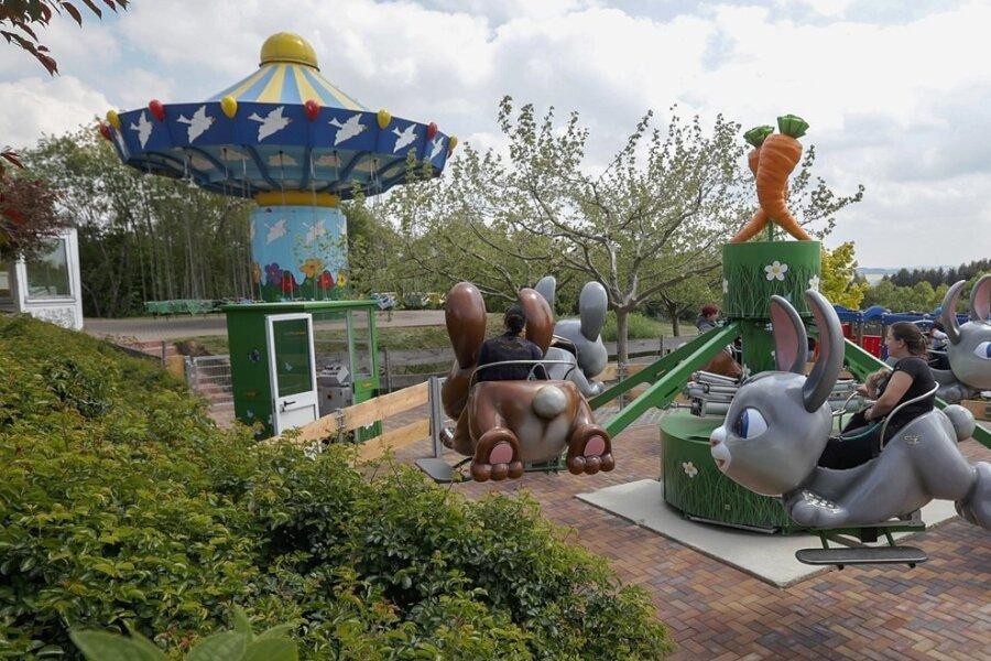 Das Kinderkarussell Hasenhüpfer ist eine neue Attraktion für Kinder im Sonnenlandpark in Lichtenau. Der Park hat für die Ferienzeit noch einmal alle Attraktionen im Außengelände geöffnet.
