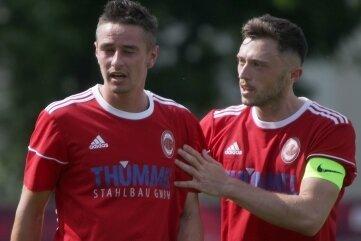 Zufrieden: Fortuna-Kapitän Philipp Musch (r.) und Torjäger Patrick Thiele, der gegen den TSV Ifa Chemnitz gleich doppelt traf.