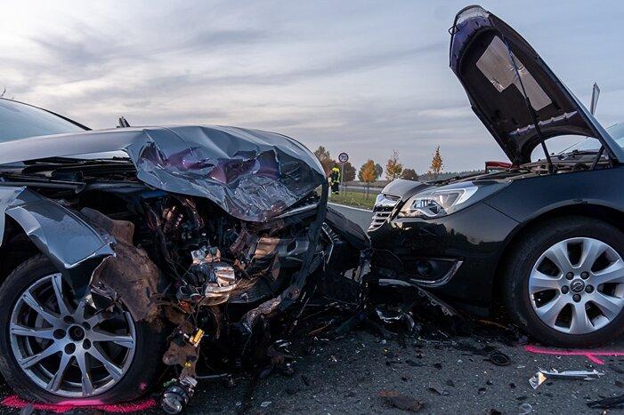 Kollision auf S 299 - eine Verletzte, drei demolierte Autos